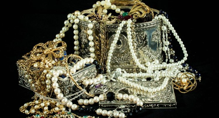 Can Jewelry Be Cursed?: Legends and Superstitions | Best